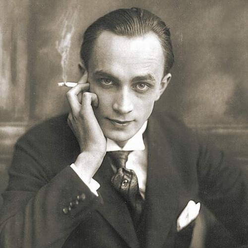 Self Portrait of Conrad Veidt (http://www.fernbyfilms.com/wp-content/uploads/2008/12/conrad-veidt.jpg)