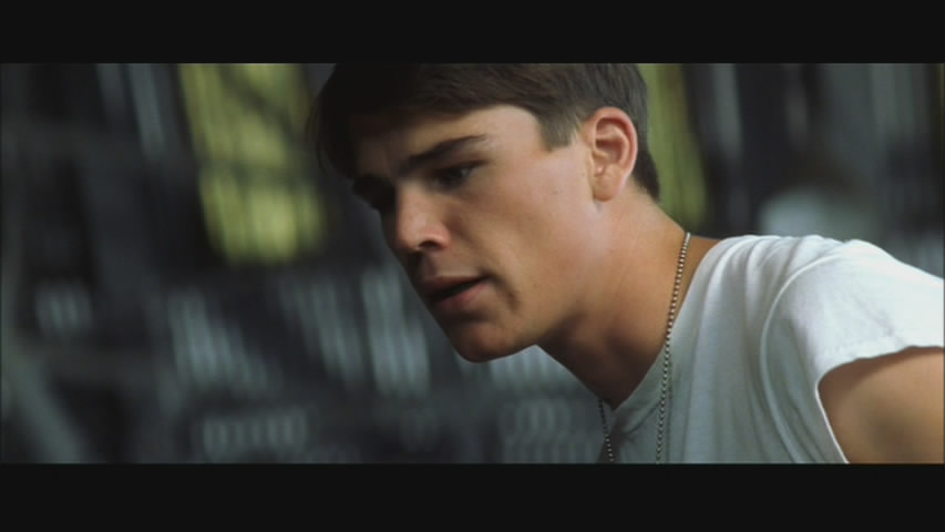 Josh Hartnett in soft-focus. Love it, don't you?