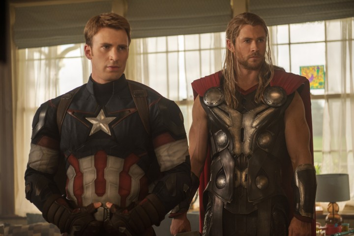 Avengers-2-Age-of-Ultron-Photo-Captain-America-Thor-Chris-Evans-Hemsworth-Interior-High-res