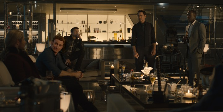 the-avengers-try-to-lift-thor-s-hammer-in-a-clip-from-the-avengers-age-of-ultron-52bbb4a4-abd9-4451-92d4-dc583cf51019