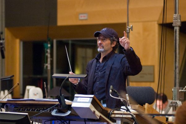 James Horner conducting.