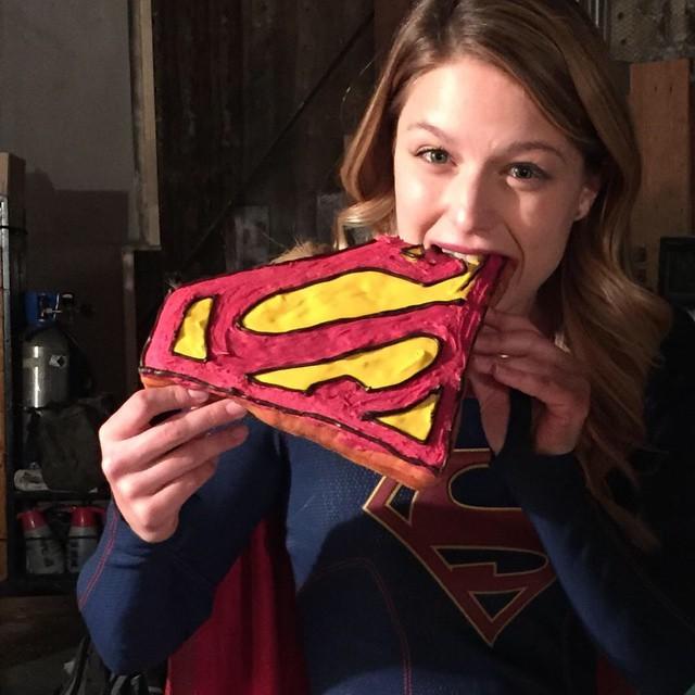 Melissa-Benoist-Supergirl-Cake