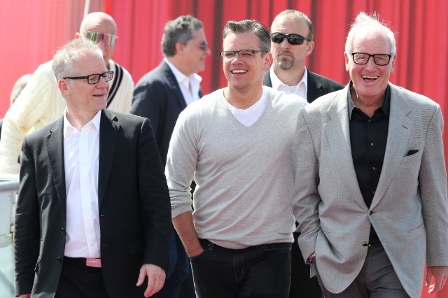 Jerry Weintraub (R) with Matt Damon (C) and Thierry Frémaux (L) at an event promoting Behind The Candelabra, in 2013.