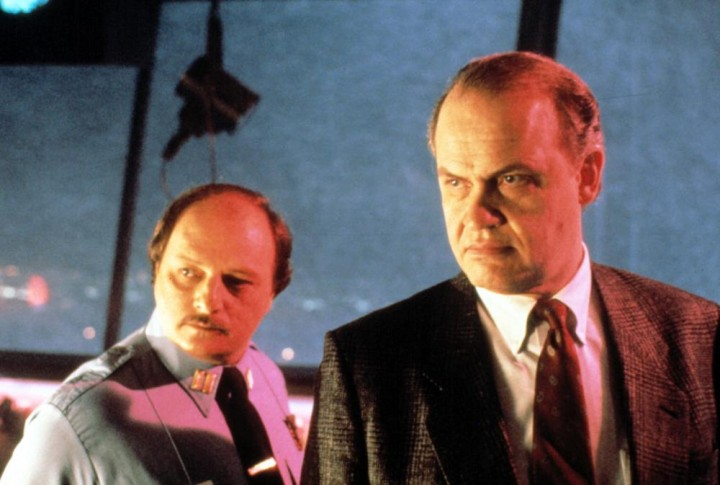 Dennis Franz (L) and Fred Thompson (R) in DIE HARD 2.