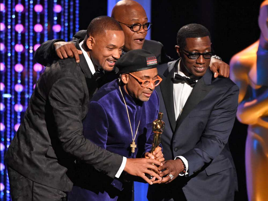 Spike Lee (C) with his Honorary Oscar, together with Will Smith (L), Samuel L Jackson (Rear), and Wesley Snipes (R).