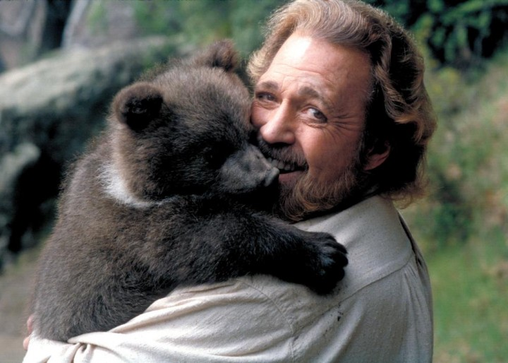 Dan Haggerty and a furry friend on the set of Escape To Grizzly Mountain (2000).