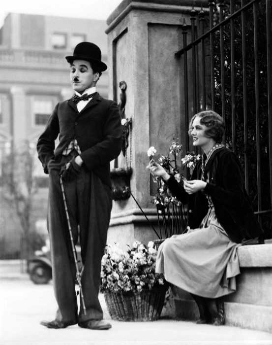 00-holding-city-lights-charlie-chaplin-1931