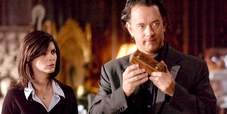Sophie Neveu (Audrey Tautou) and Robert Langdon (Tom Hanks) try to solve a mystery...