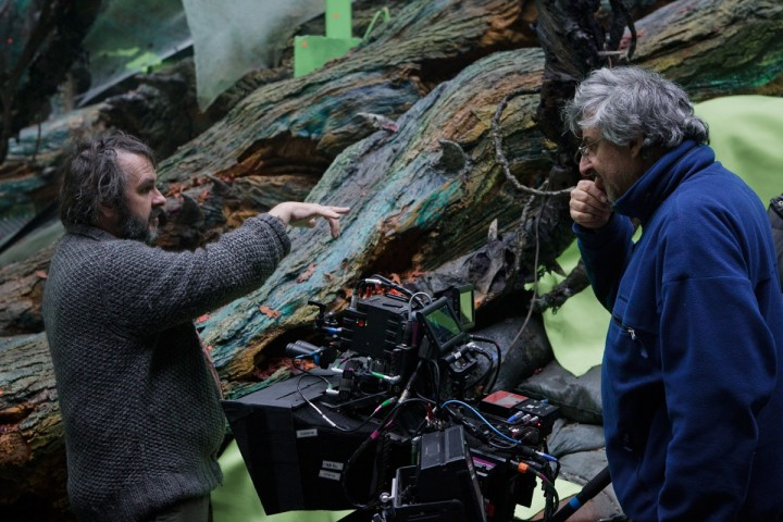 Andrew Lesnie (R) with Peter Jackson (L) on the set of The Hobbit trilogy.