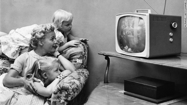 130927174556-family-watching-television-tv-nostalgia-story-top