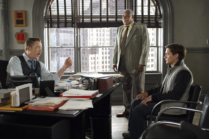 Bill Nunn (Center) with JK Simmons (Left) and Tobey McGuire (Right) in Spider-Man (2001).